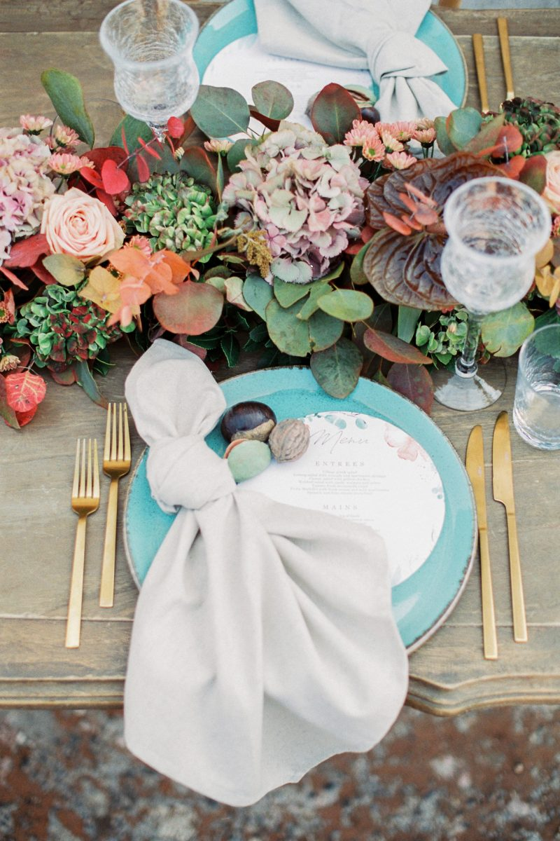Colourful late summer wedding inspiration in Crete island on Fuj