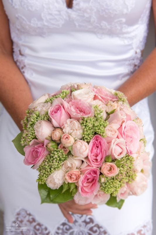 gamos-crete-weddings-bouquet-flowers-roses-pink-white-bridal-dress-akky-roland