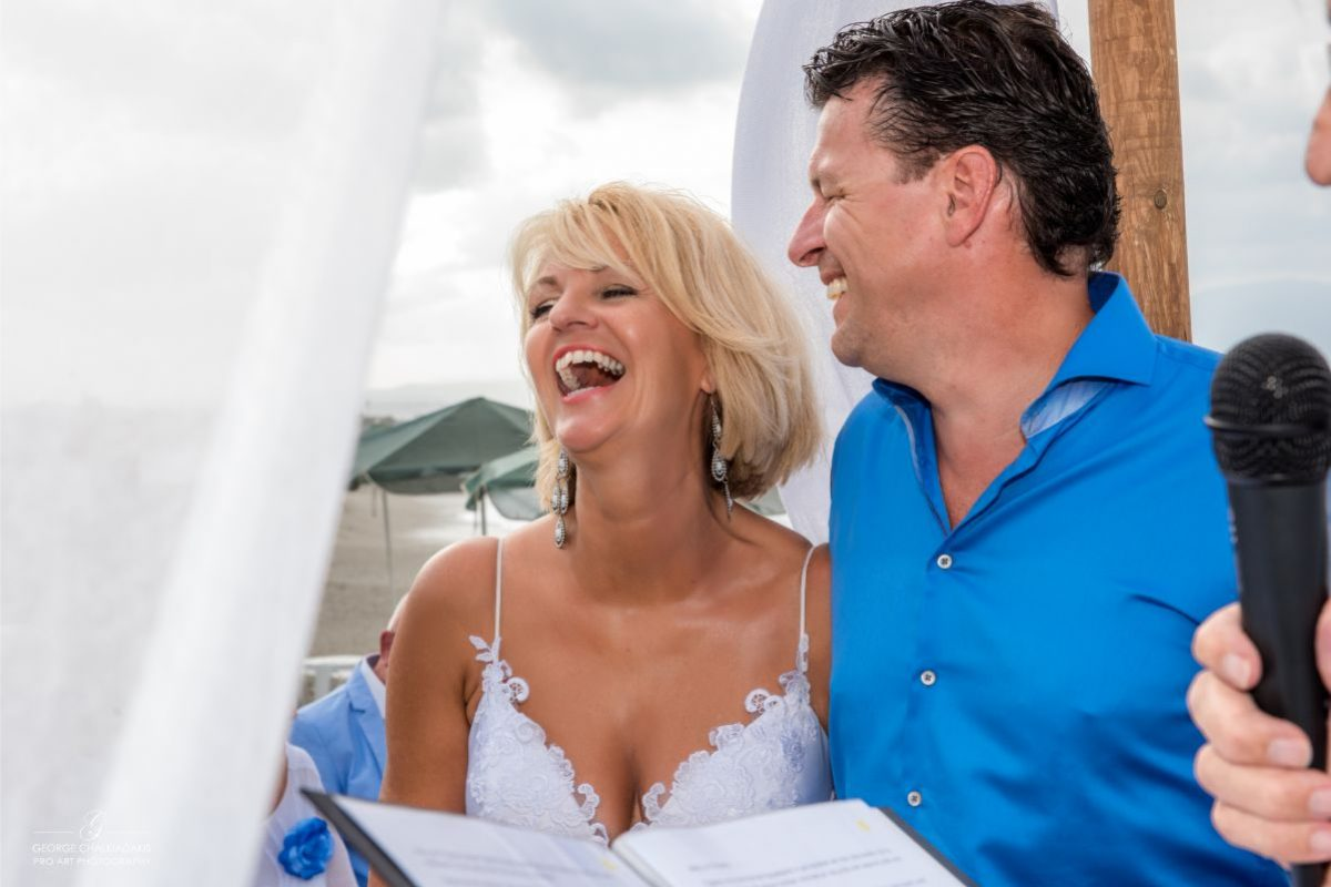gamos-crete-weddings-happy-couple-love-blue-white-beach-bridal-dress-shirt-beachfront-man-woman-akky-roland