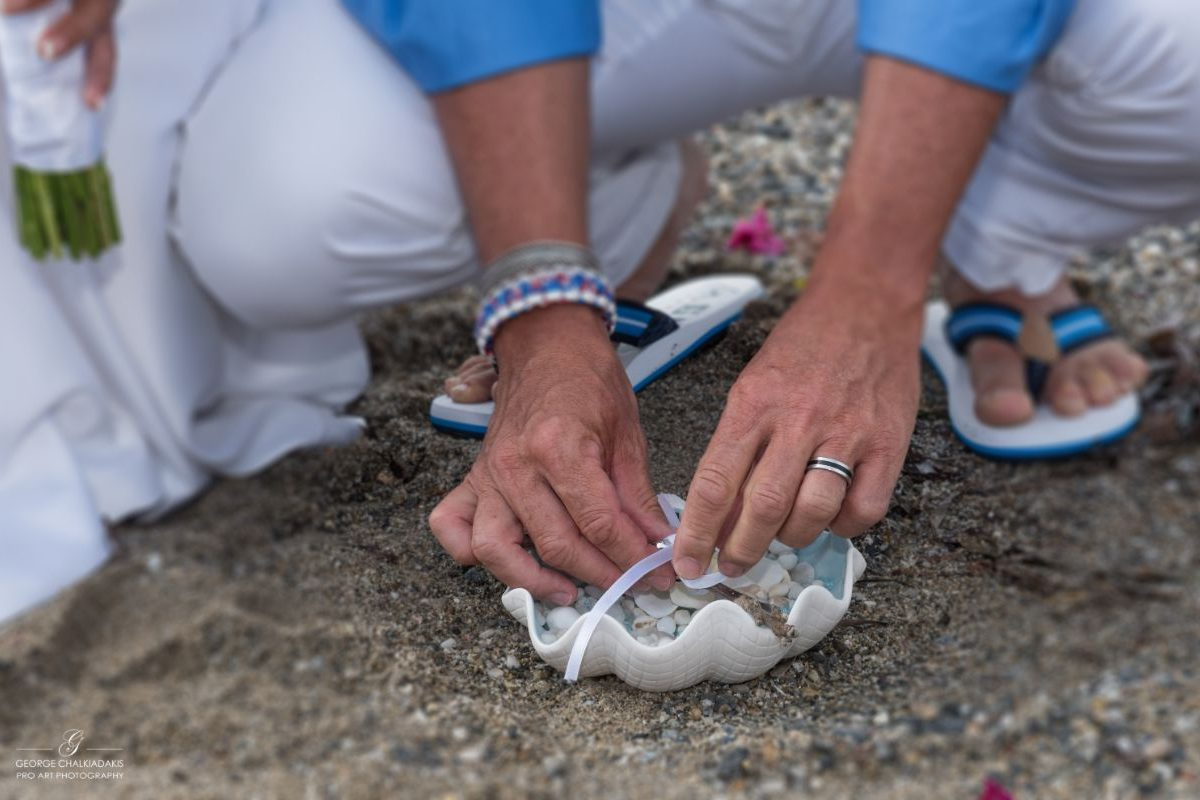 gamos-crete-weddings-sand-rings-hands-white-trousers-feet-seashell-sand-akky-roland